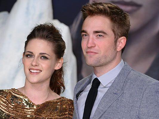 """Kristen Stewart und Robert Pattinson bei der """"Breaking Dawn'""""-Premiere - ist ihr nächstes Projekt ein Baby?"""