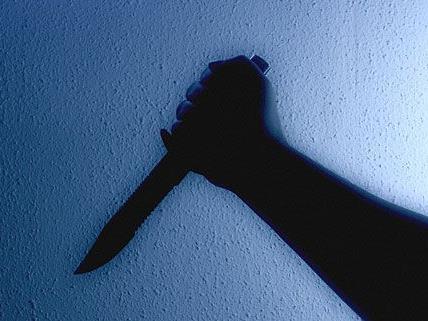 Mit einem Messer ging eine Frau in Ottakring auf ihren Freund los
