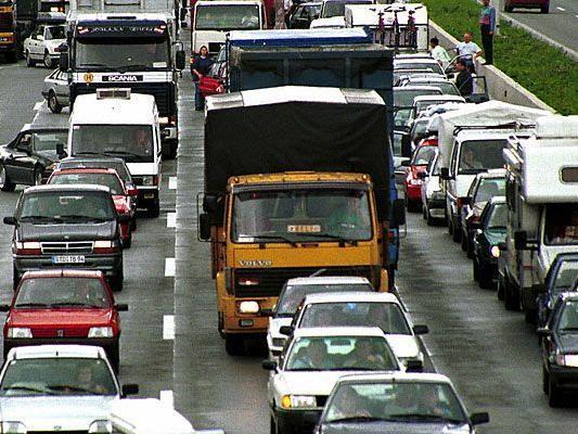 Der Verkehr auf der A1 kam nach Unfällen zum Erliegen