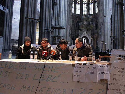 Beim Pressetermin in der Votivkirche: Flüchtlinge stellen Forderungen