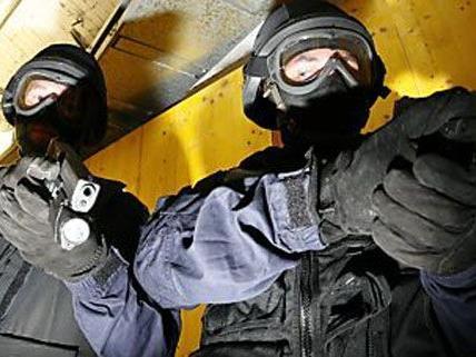 WEGA-Beamte rückten zu einem Einsatz in Wieden aus