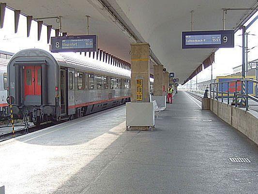 In einem Zug, der eben den Wiener Westbahnhof verlassen hatte, kam es zu einem Überfall