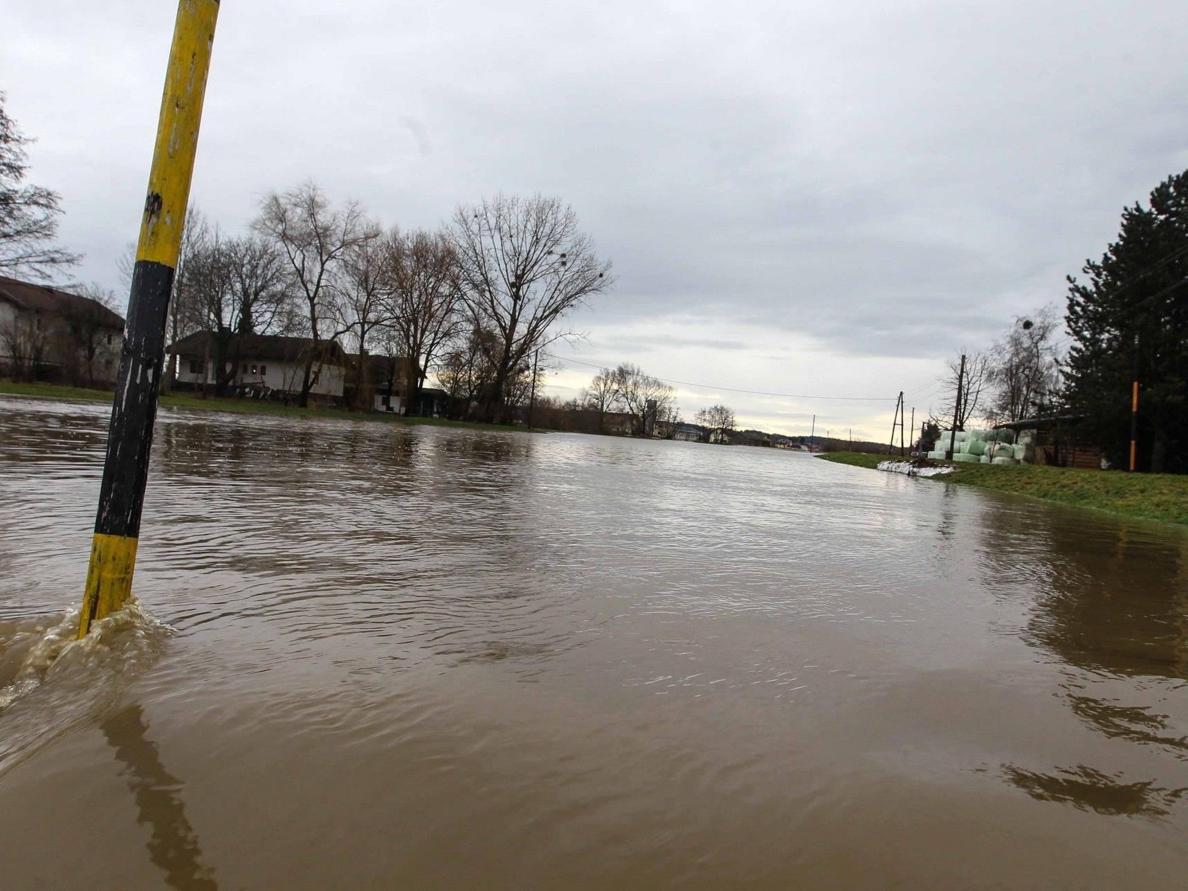 Die hohen Temperaturen und der starke Regen sorgten für Überflutungen.
