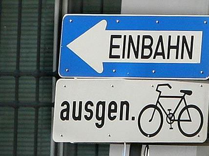 Auf zahlreichen Nebenstraßen in Wien-Wieden ist Radverkehr gegen die Einbahn möglich.
