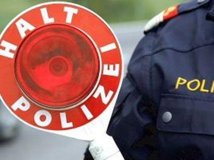 Führerscheinabnahme nach einem Verkehrsunfall in Wien-Donaustadt