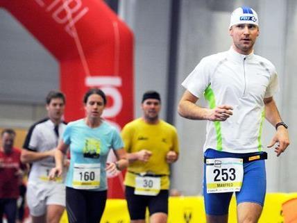 Am Sonntag nahmen 850 Personen beim ersten Indoor-Marathon in Wien teil.