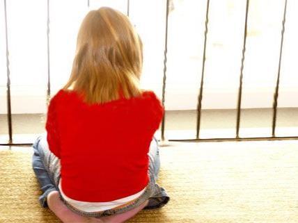 Das kleine Mädchen wurde über mehrere Monate hinweg misshandelt.
