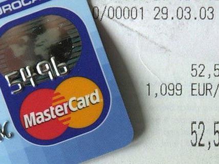 Die Männer sollen mit gefälschten Kreditkarten in Wien, NÖ und der Steiermark eingekauft haben.
