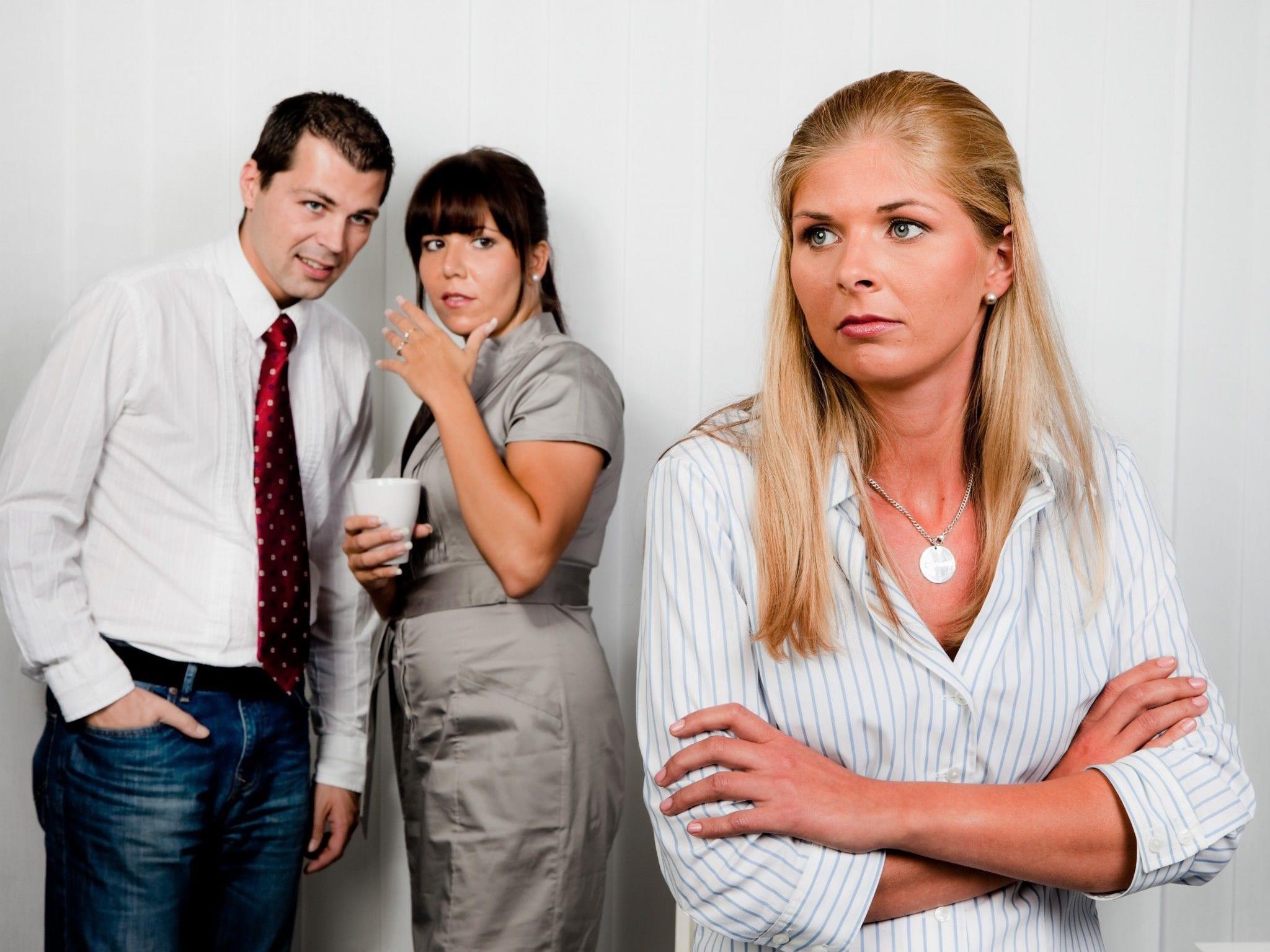Mobbing unter Kollegen darf vom Dienstgeber nicht auf die leichte Schulter genommen werden.