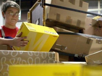 Auch nach Weihnachten gibt es für die Postmitarbeiter besonders viel zu tun.