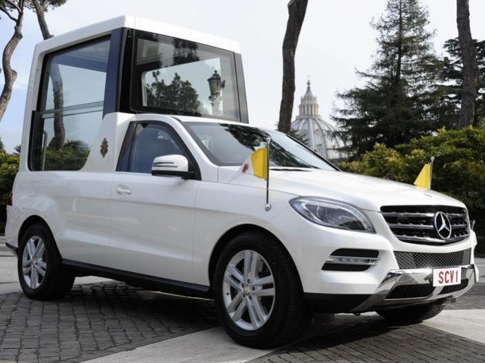 Das neue Papamobil basiert wieder auf der M-Klasse von Mercedes.