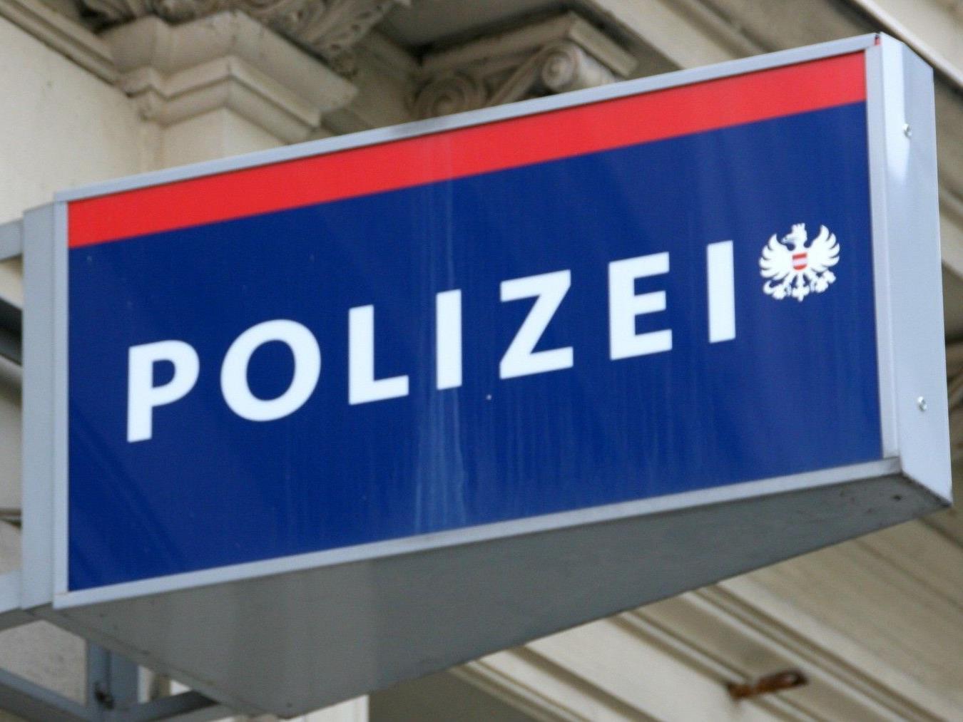 Ein Mann überfiel eine Bäckerei in Wien-Hietzing und flüchtete.