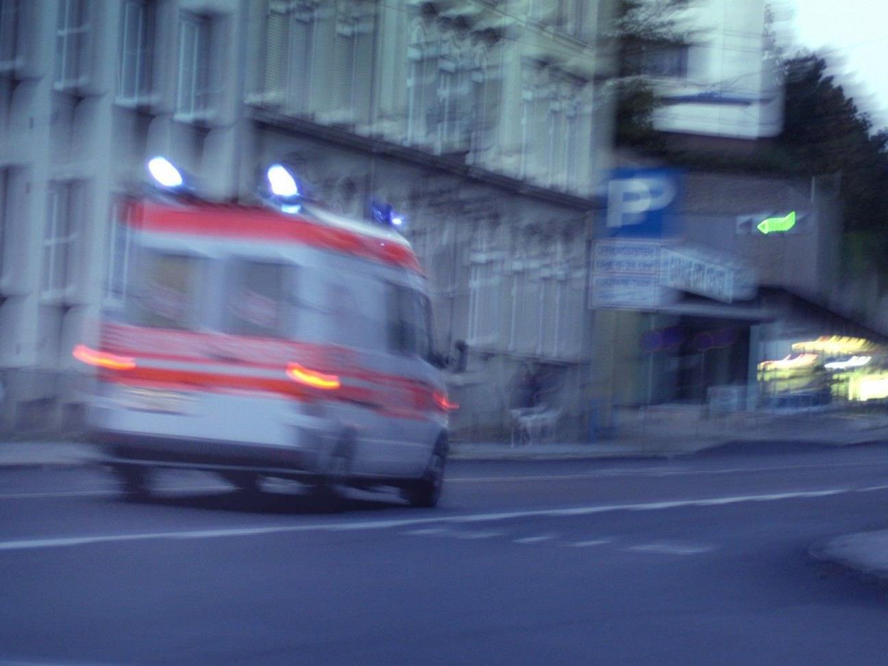 In Wien-Favoriten wurde eine Pensionistin von einem Fahrzeug überrollt. Der Lenker beging Fahrerflucht.