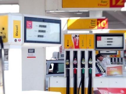 Überfall auf eine Tankstelle in Penzing.