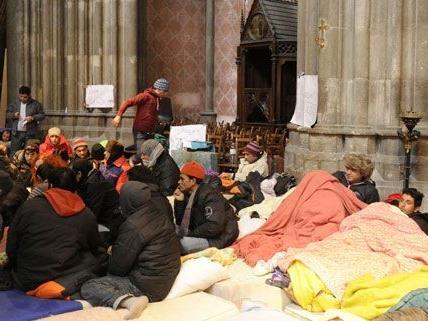 Vorerst dürfen die Flüchtlinge in der Wiener Votivkirche bleiben.