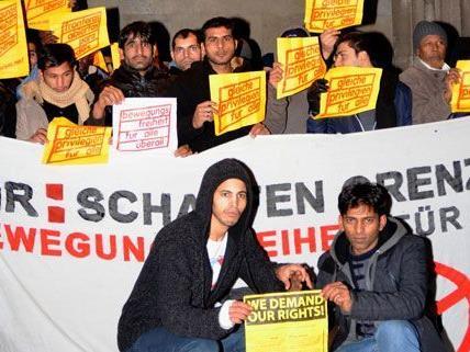 Flüchtlinge des Vienna Refugee Protest Camps haben am Dienstag Schutz in der Votivkirche gesucht.