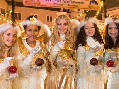 "Das Salzburger Christkindlmarkt ""Dream Team"" 2012 v.l.n.r.: Alina Cebis (Engel), Theresa Gmachl (Engel), Stefanie Hawel (Christkind), Mia Wiederstein (Engel), Anja Wimmer (Engel)."