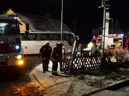 Pkw stieß gegen Zug in Winzendorf (NÖ).