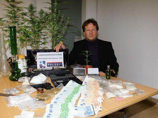 Die Polizei konnte bei den Aktionen Suchtgift im Wert von 20.000 Euro und 30.600 Euro in bar sicherstellen.