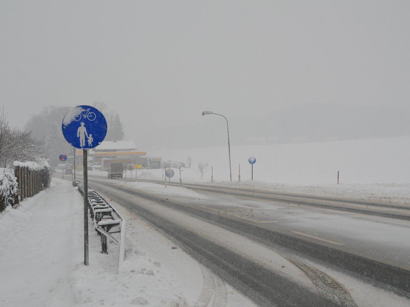 Die winterlichen Straßenverhältnisse sorgten für zahlreiche Unfälle.
