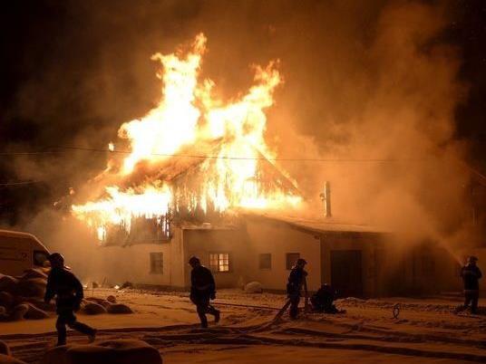 Fünf Feuerwehren standen bei dem Brand im Einsatz.