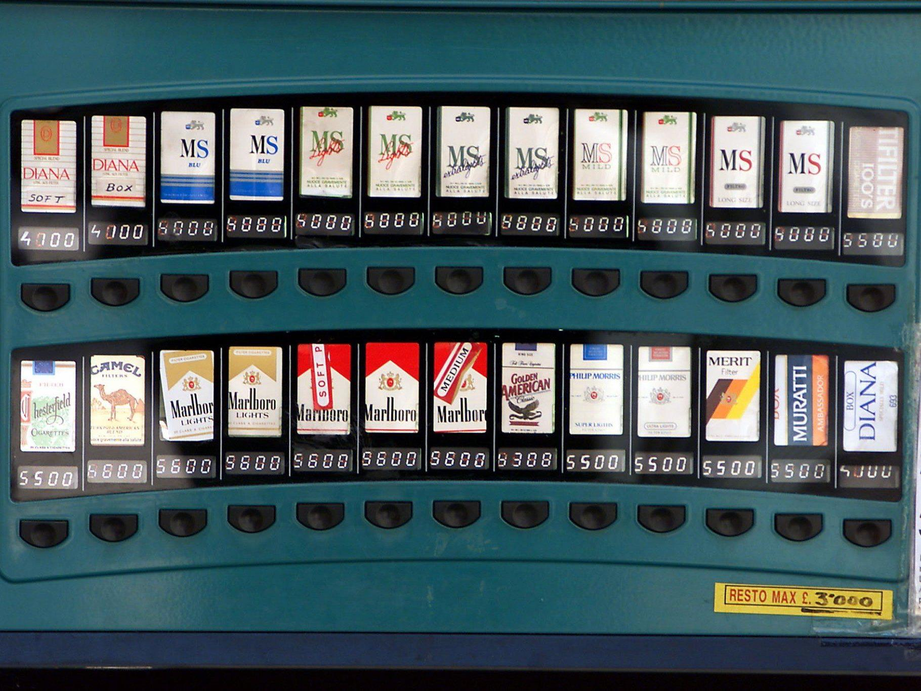 Der dreiste Dieb bediente sich insgesamt viermal am Automaten.