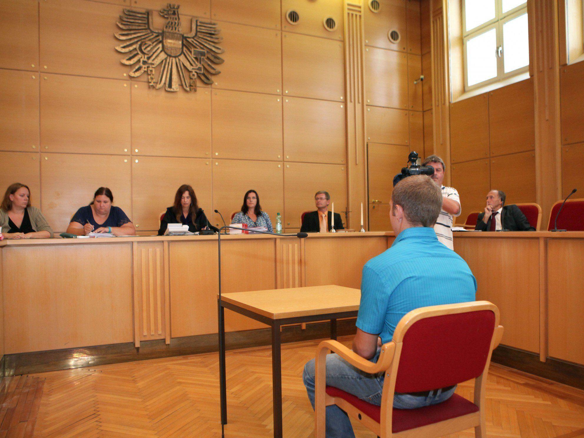 Am Linzer Landesgericht mussten sich vier Slowaken nach einem tödlichen Streit verantworten.