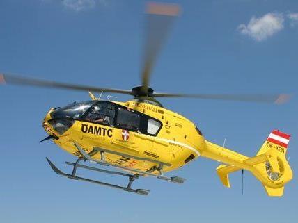 """Mit einem """"Christophorus 9""""-Hubschrauber wurde das Unfallopfer aus Bruck an der Leitha abgeholt"""