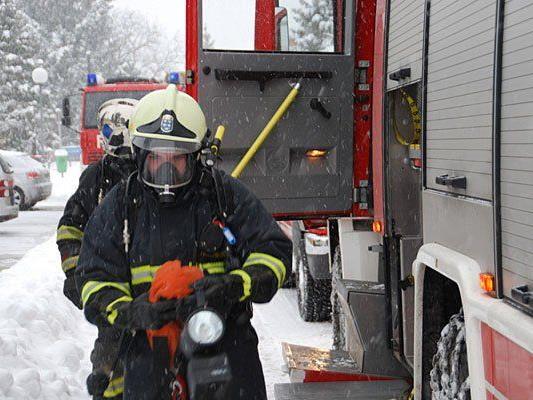 Die Feuerwehr rückte zu einem Kellerbrand in Ternitz aus
