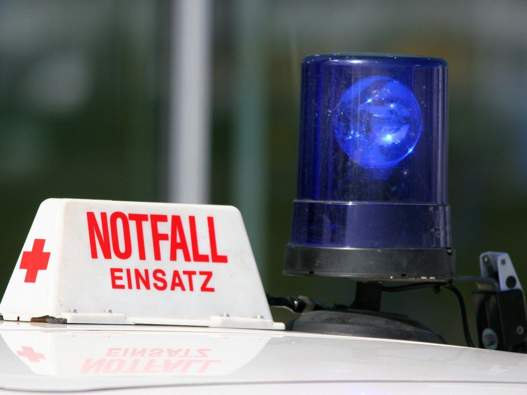 Der Fußgänger wurde mit schweren Verletzungen in das Klinikum Wels eingeliefert.