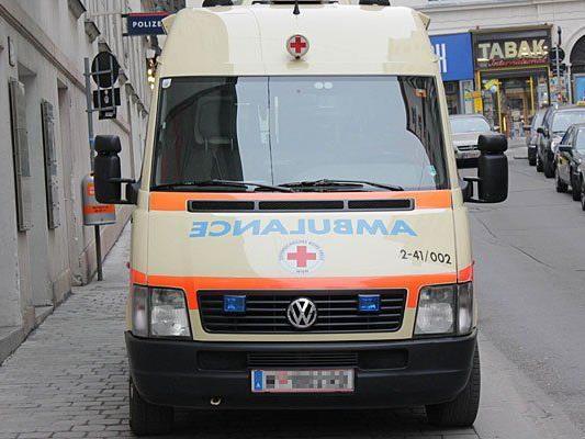 Drei Verletzte nach Zusammenstoß von Klein-Laster und Pkw in NÖ