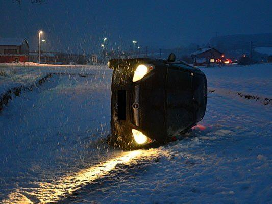 Einer der Unfallwagen im Bereich Ternitz-Rohrbach (Bezirk Neunkirchen)