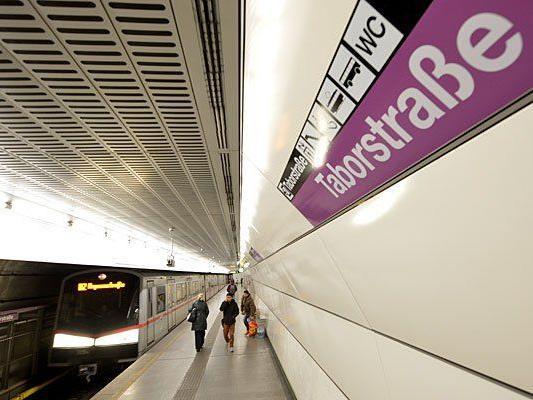 In dieser U2-Station wurde eine Frau auf die Gleise gestoßen