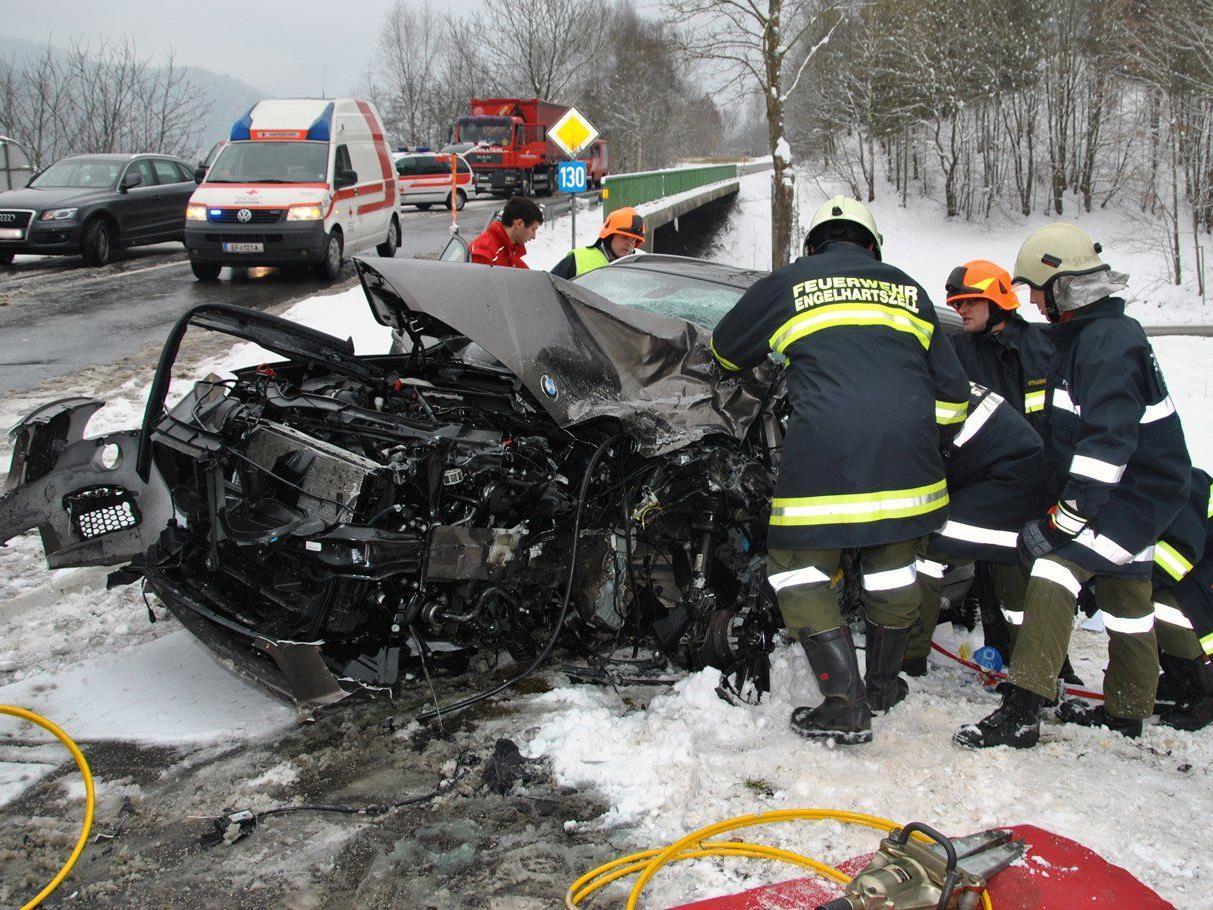 Die Lenker der Fahrzeuge wurden bei dem Unfall verletzt.