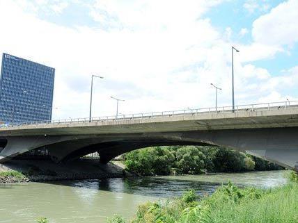 Die Wiener Tangentenbrücke fällt doch nicht unter Denkmalschutz.