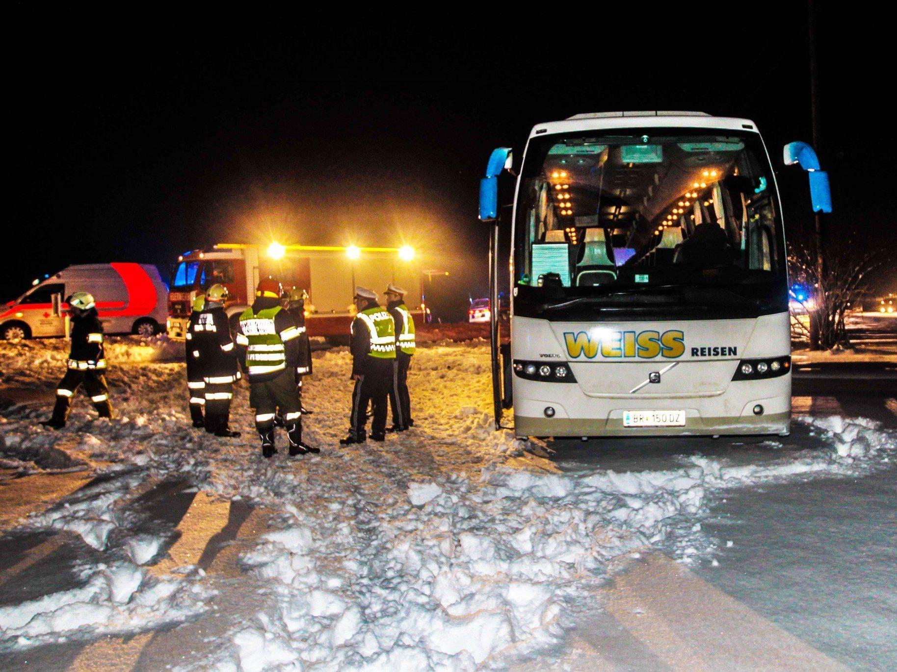 Der Reisebuslenker erlitt während der Fahrt einen tödlichen Herzinfarkt.