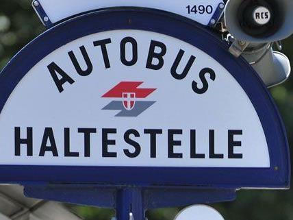 In Wien-Ottakring wurde in der Nacht auf Dienstag ein Einbrecher an einer Bushaltestelle festgenommen.