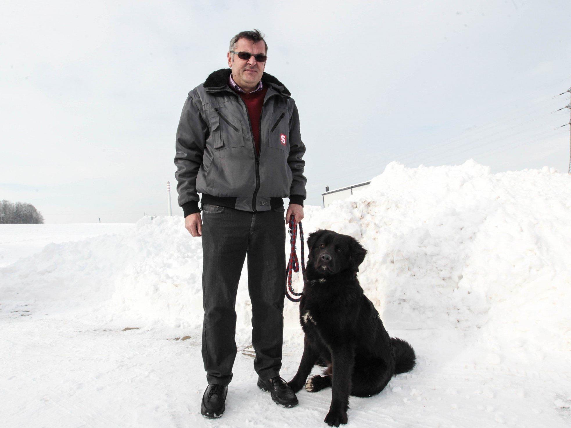 Der 49-jährige Spaziergänger rettete den Betrunkenen vor dem Kältetod.