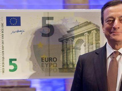 Am 2. Mai 2013 wird der neue 5-Euro-Schein in Umlauf gebracht.