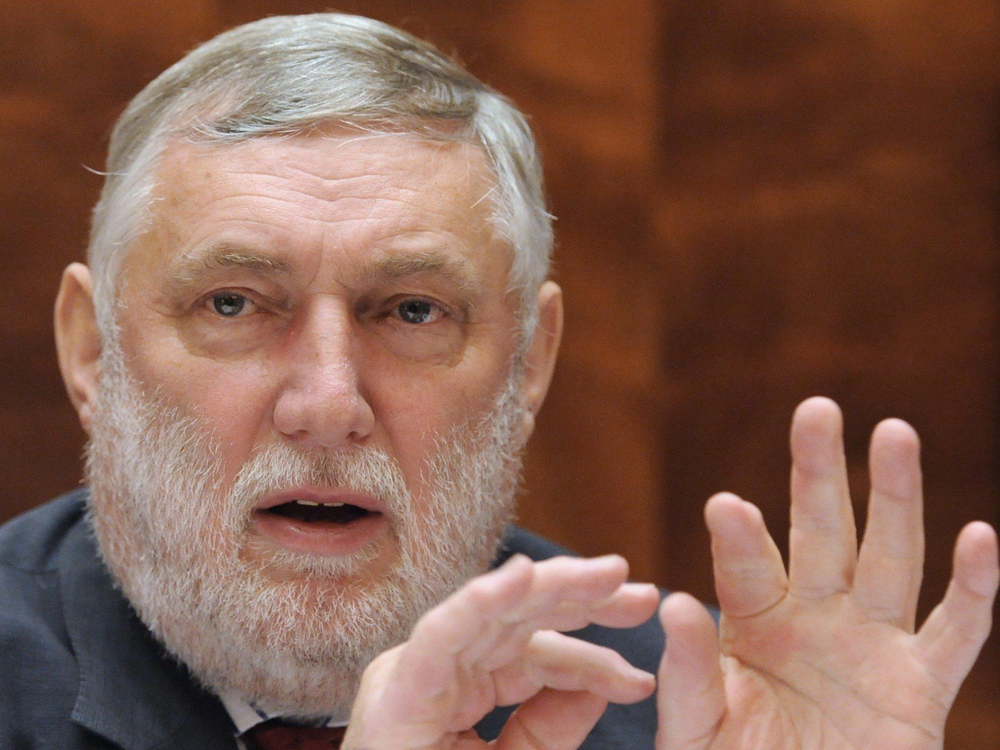 Fischler: Keine Verpflichtung für Gemeinden zur Vergabe an Firmen - Privatisieren kein Allheilmittel.