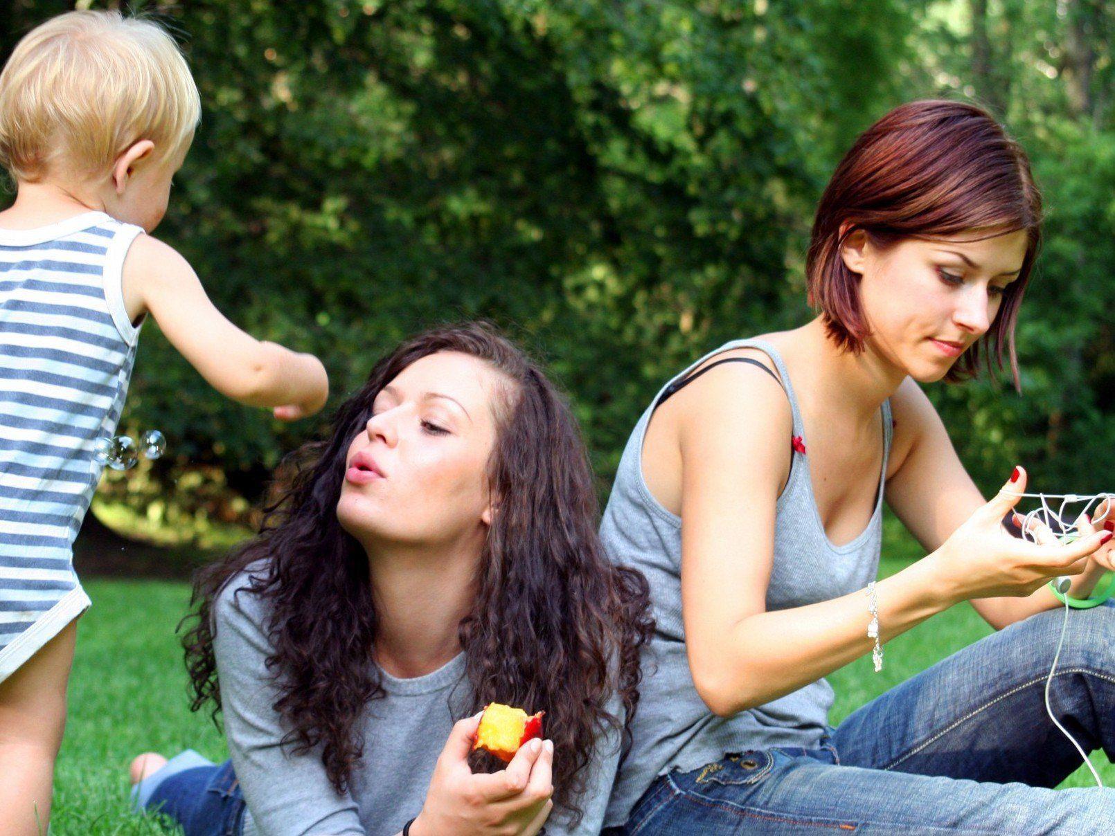 Ein lesbisches Paar aus Niederösterreich wurde als Pflegeeltern abgewiesen.
