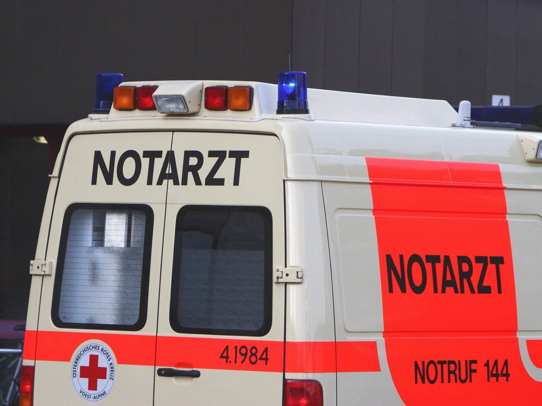 Die Frau kam mit Verletzungen unbestimmten Grades ins Spital.