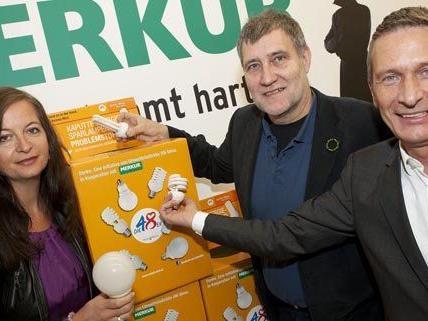 """Die orangen Sammelboxen sind in 35 Wiener """"Merkur"""" Filialen zu finden."""