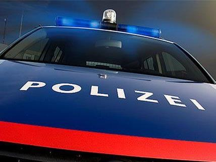 Nach einem Fall von Sachbeschädigung bedrohte einer der Beschuldigten die Polizeibeamten.