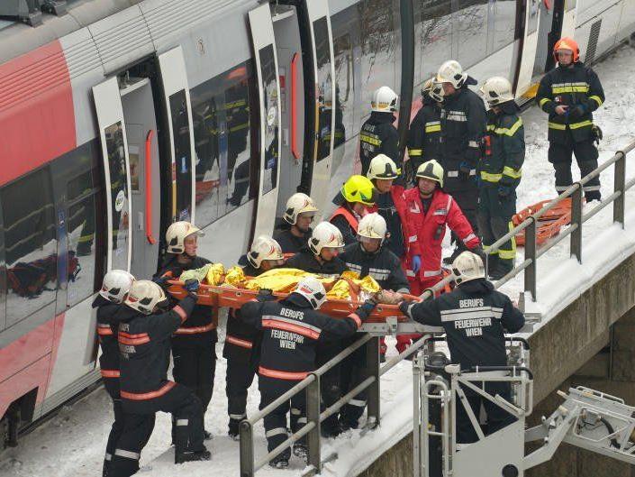 Bei dem Unglück auf der S45 wurden viele Personen verletzt.