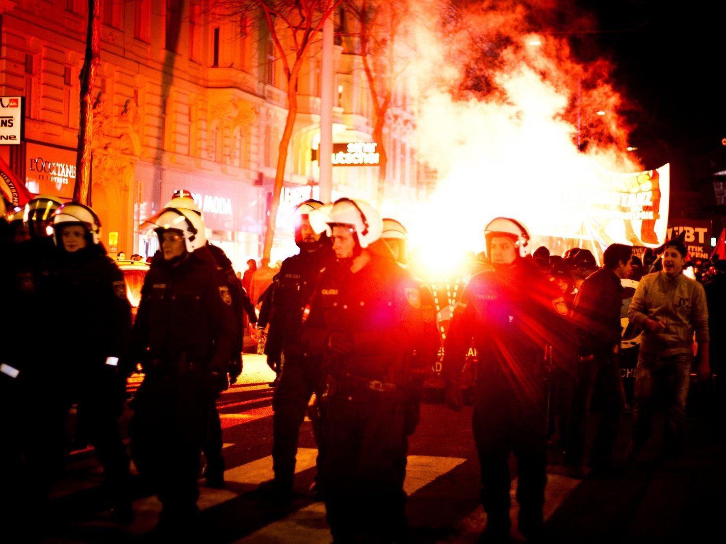 Akademikerball: Schlagabtausch zwischen FPÖ und Polizei