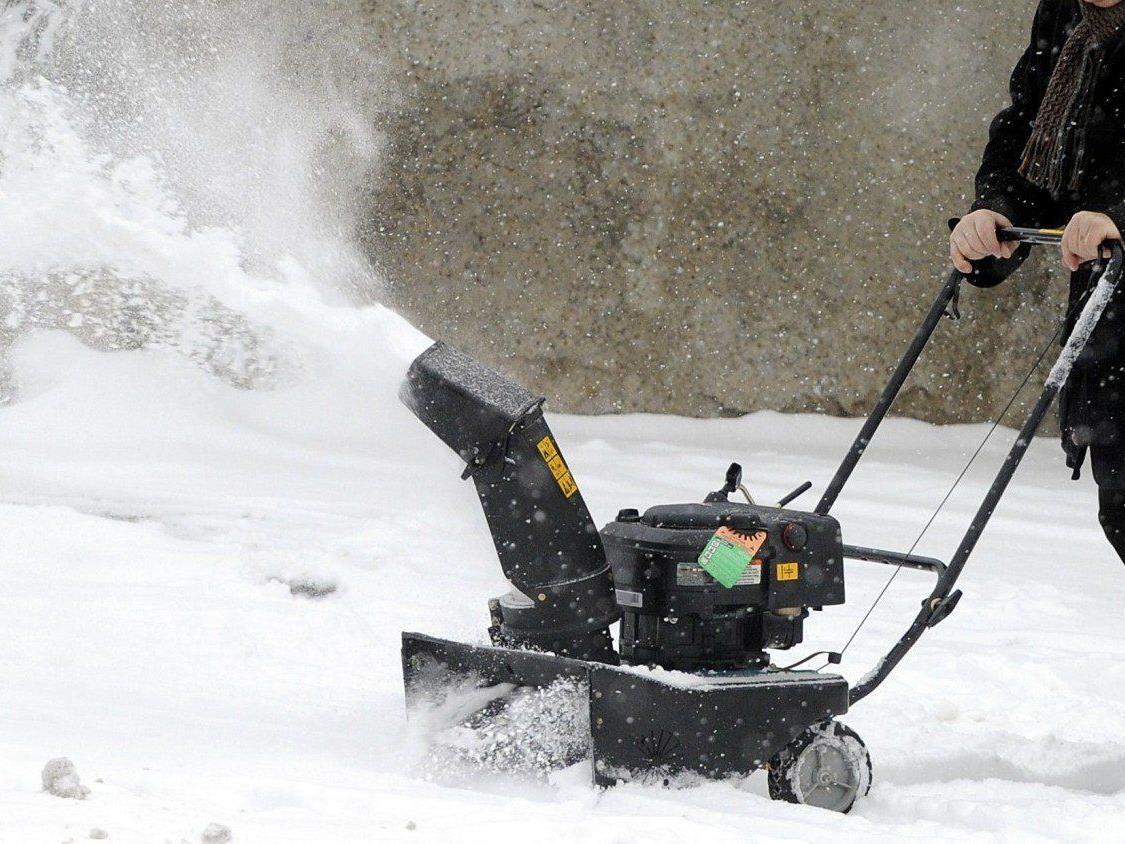 Ein sechsjähriges Mädchen aus Wien geriet mit ihrem Bein in eine Schneefräse.