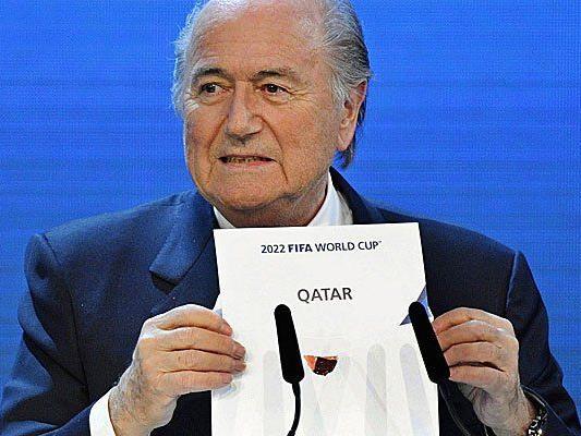 FIFA Präsidnet Blatter verkündete im Dezember 2010 die Vergabe der Fußball-WM 2022 an Qatar.
