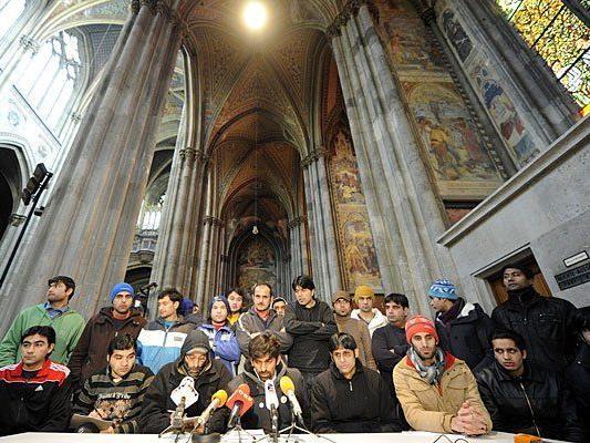 Einmal mehr luden die Flüchtlinge in der Votivkirche zu einem Pressetermin