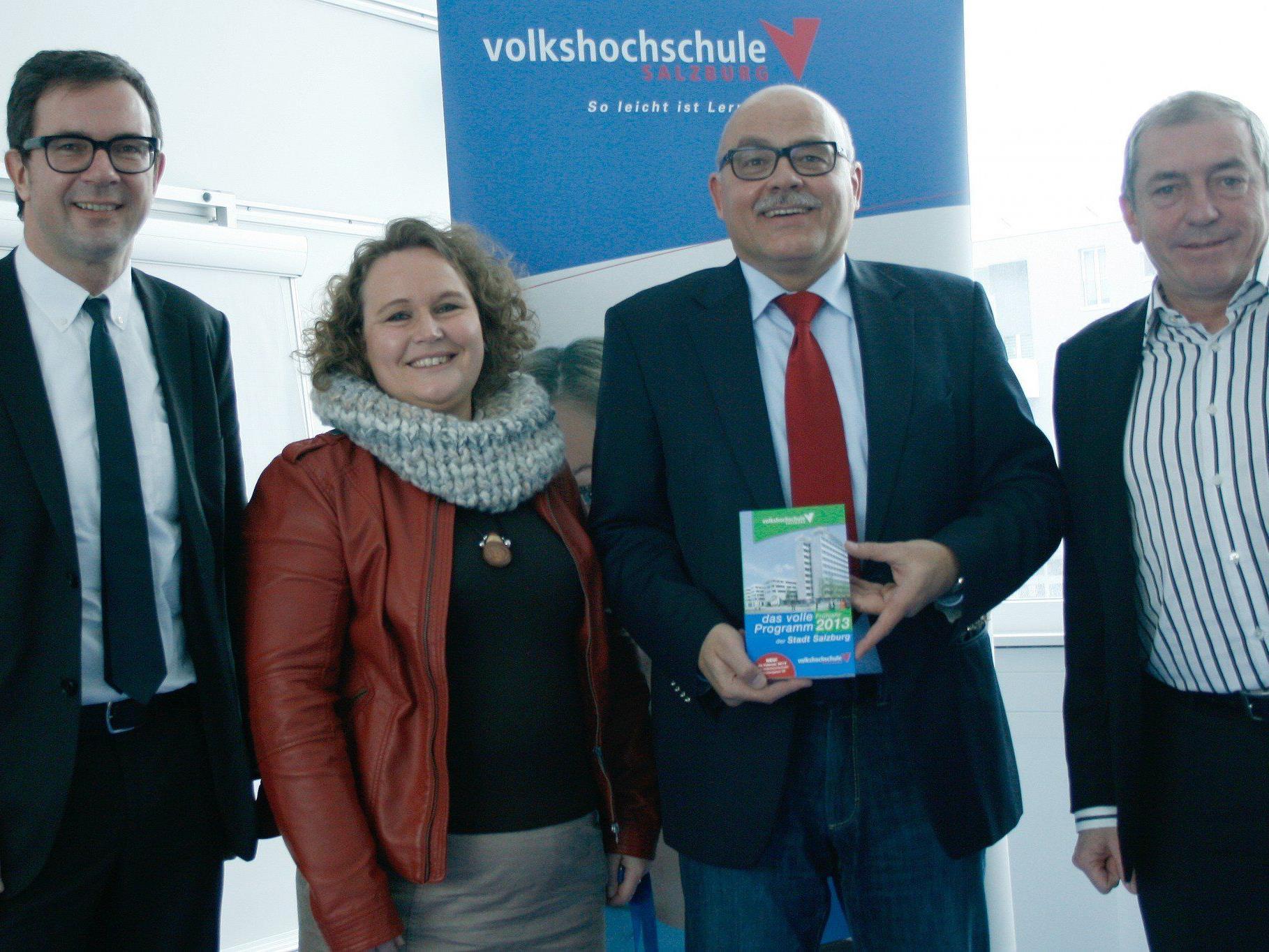 PRISMA-Chef Bernhard Ölz, VHS-Pädagogin Nicole Slupetzky, VHS-Direktor Günter Kotrba, Bürgermeister Heinz Schaden.